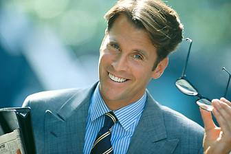 ejecutivo-fiesta-hombres-sonriente-44292.jpg