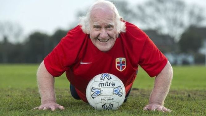 Dickie-Borthwick-futbolista-viejo-Inglaterra_980613067_118783151_667x375.jpg