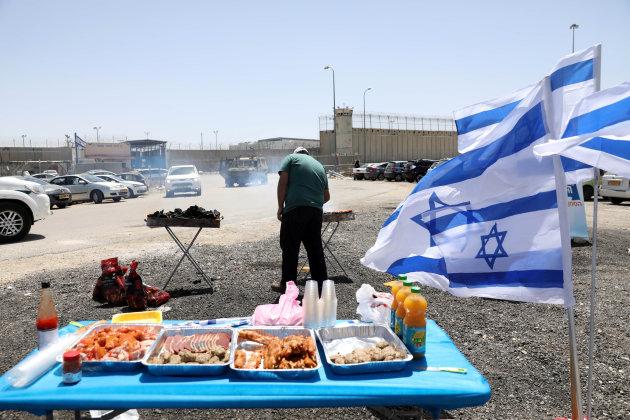 2017-04-20T110244Z_1332609158_RC141CEBE300_RTRMADP_3_ISRAEL-PALESTINIANS-PRISONERS.JPG